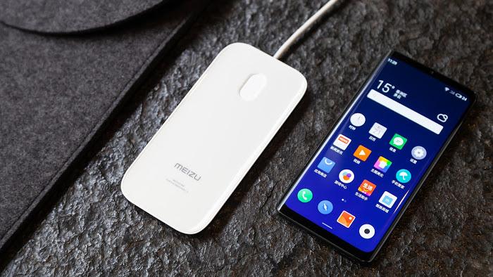 Les téléphones sans boutons : idée amusante sans réelle nécessité.